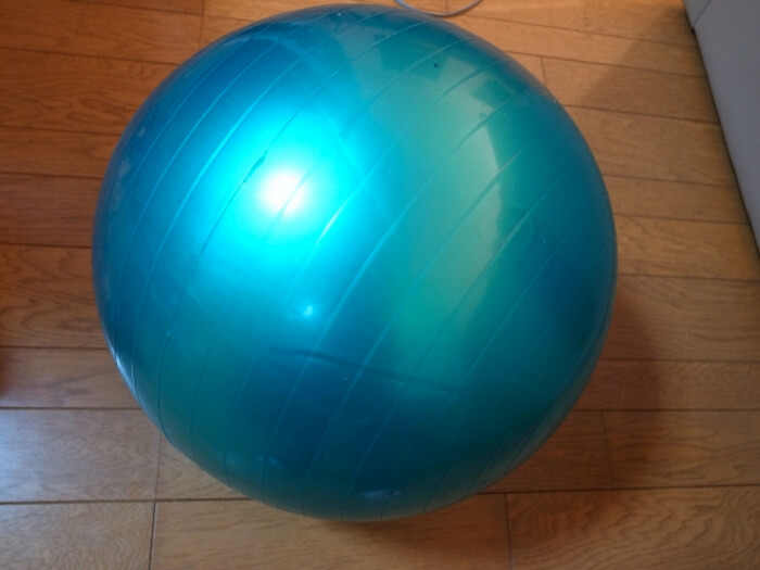 50s-menopausal-weight-limit-simple-balance-ball-exercise03